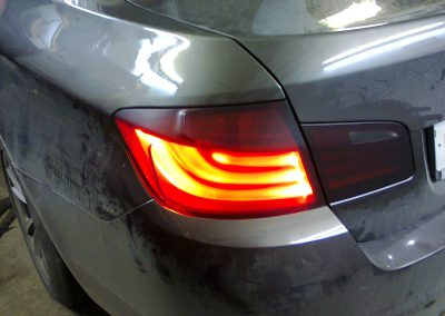 Тонировка стекол и затемнение задних фар на BMW 5