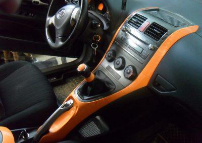 Оклейка элементов салона в оранжевый 3d carbon и тонировка стекол Toyoyta
