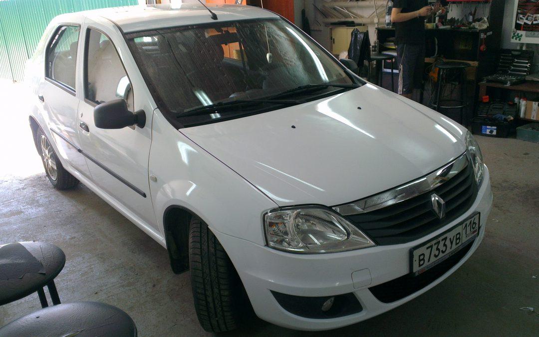 Renault Logan — оклейка авто белой пленкой для такси — июнь 2013