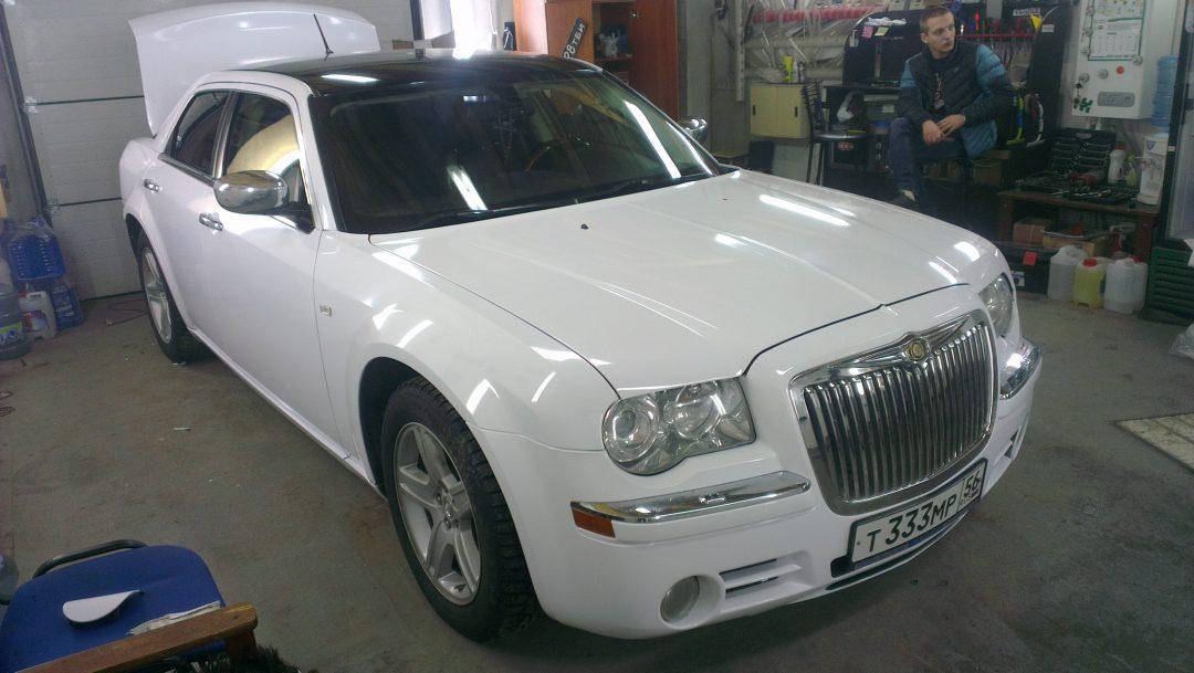 Chrysler 300C — оклейка автомобиля белым глянцем — декабрь 2013