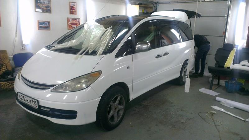 Минивен Toyota — оклейка авто в Казани белой глянцевой пленкой — март 2014