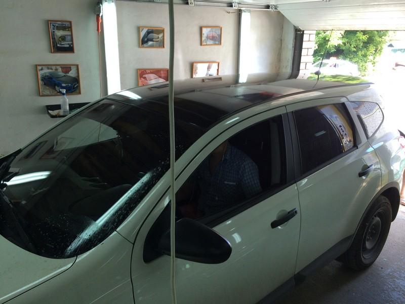 Nissan Qashqai — оклейка крыши авто черным глянцем, август 2014