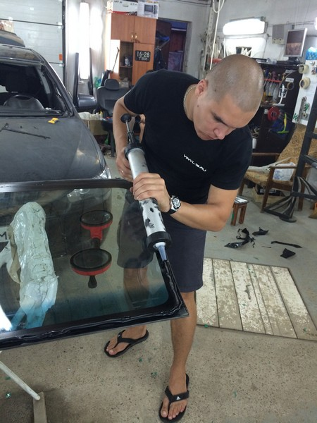 Mitsubishi Lancer X  — замена лобового стекла автомобиля, август 2014