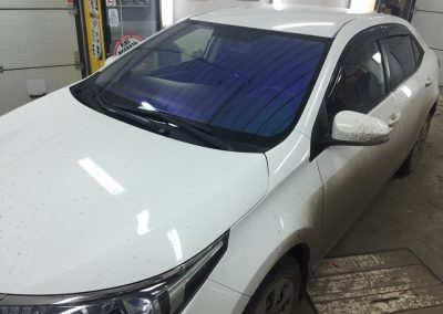 Тонировка лобового стекла пленкой хамелеон Ultra Vision — Toyota Corolla