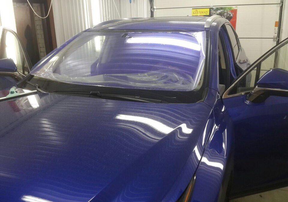 Тонировка лобового стекла пленкой Хамелеон Ultravision на Lexus NX