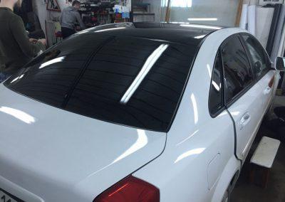 Тонировка задних стёкол 95% пленкой American Standard на Daewoo Gentra и оклейка крыши в чёрный глянец пленкой KPMF Premium