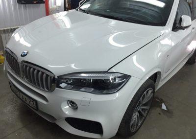 Бронирование передней части полиуретановой пленкой, тонировка задней части пленкой Johnson — BMW X5