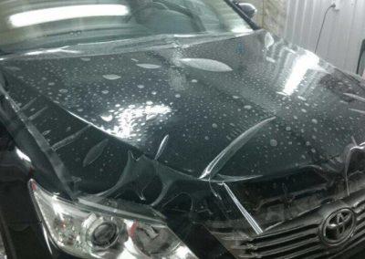 Бронирование передней части антигравийной пленкой на автомобиле Toyota Camry