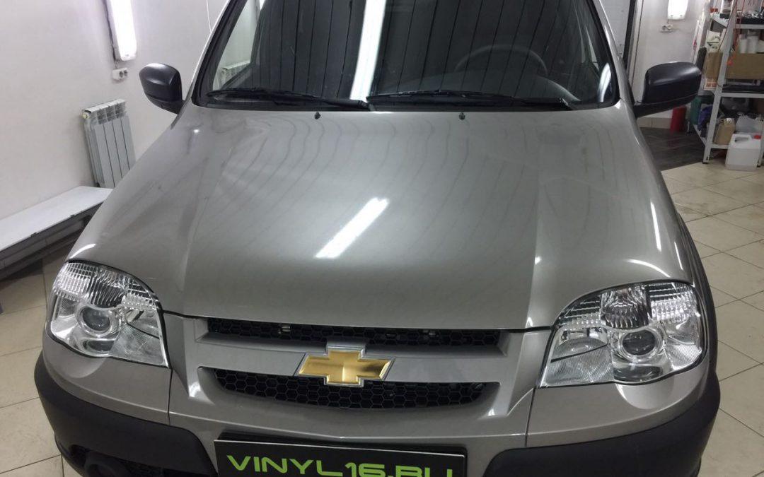 Бронирование передней части антигравийной пленкой на автомобиле — Chevrolet Niva
