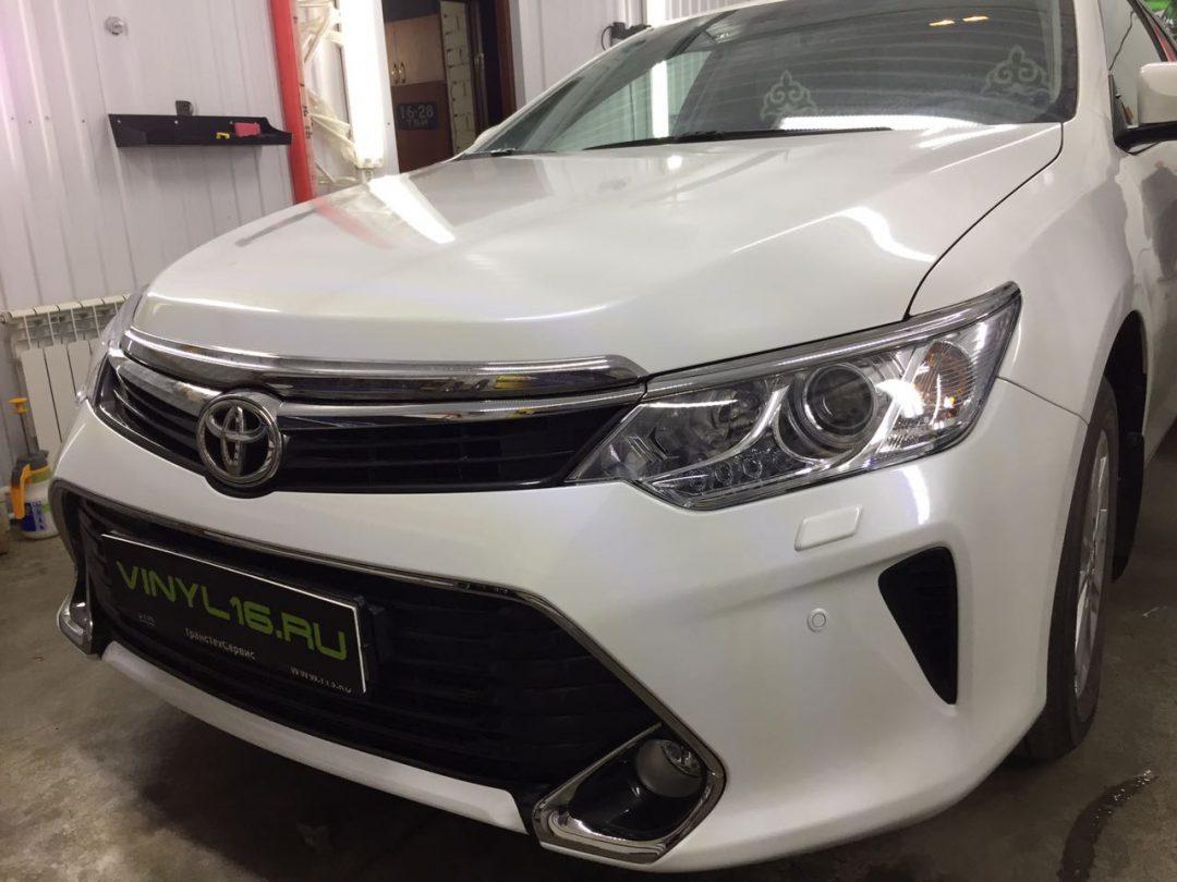 Бронирование передней части антигравийной пленкой — Toyota Camry