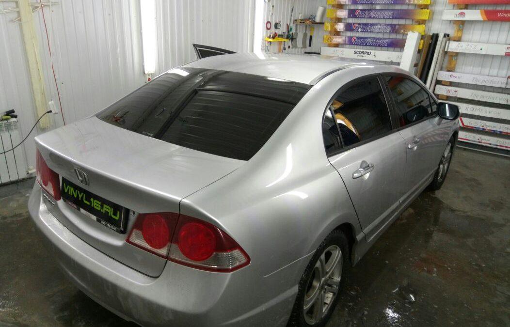 Тонировка стёкол автомобиля Honda Civic пленкой Johnson 95%