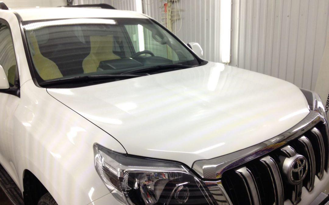 Бронирование передней части автомобиля Toyota Land Cruiser Prado антигравийной пленкой