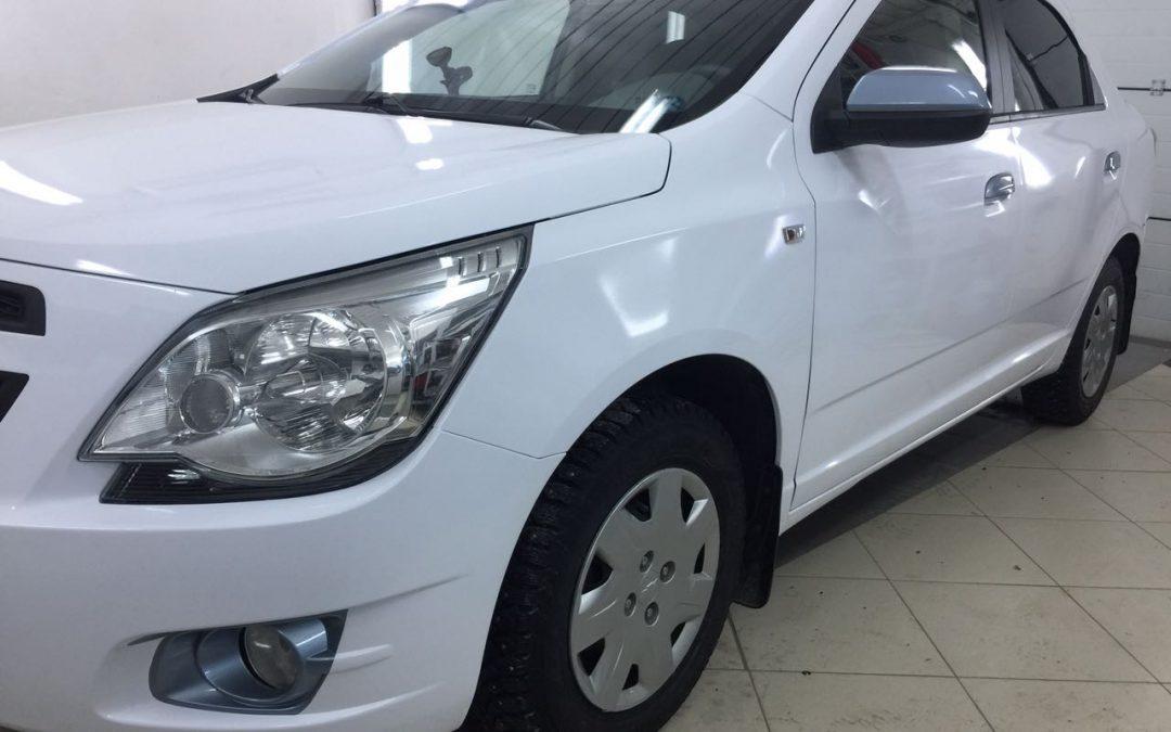 Оклейка кузова автомобиля Chevrolet Cobalt белой глянцевой немецкой пленкой