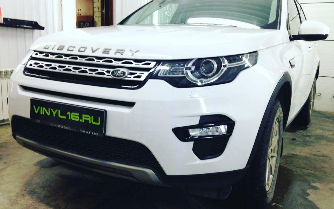 Бронирование передней части антигравийной пленкой Land Rover Discovery