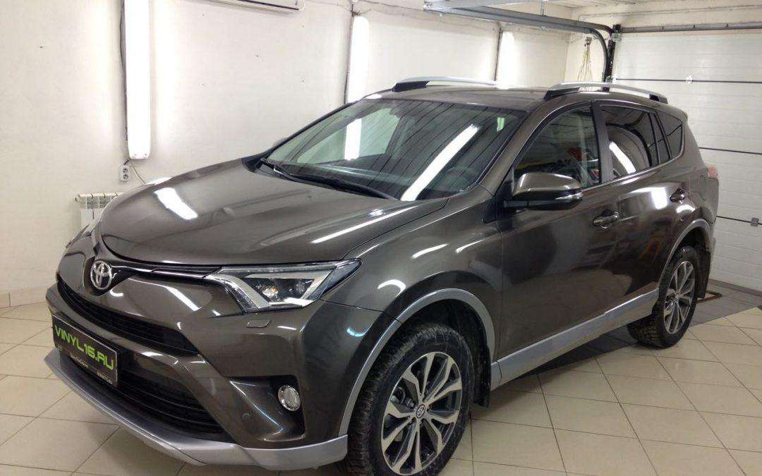Полное бронирования кузова авто антигравийной плёнкой, тонировка задней части плёнкой Johnson 95% — Toyota Rav 4