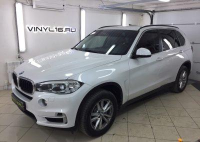 BMW X5 — тонировка задних стёкол плёнкой Johnson 95%, передние стекла атермальный пленкой Armolan Spectrum 20% и бронирование зон под ручками