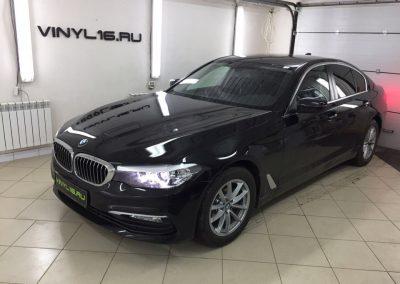 Тонировка задних стёкол плёнкой Johnson 95% и бронирование зон под ручками на новеньком BMW 5 в новом кузове