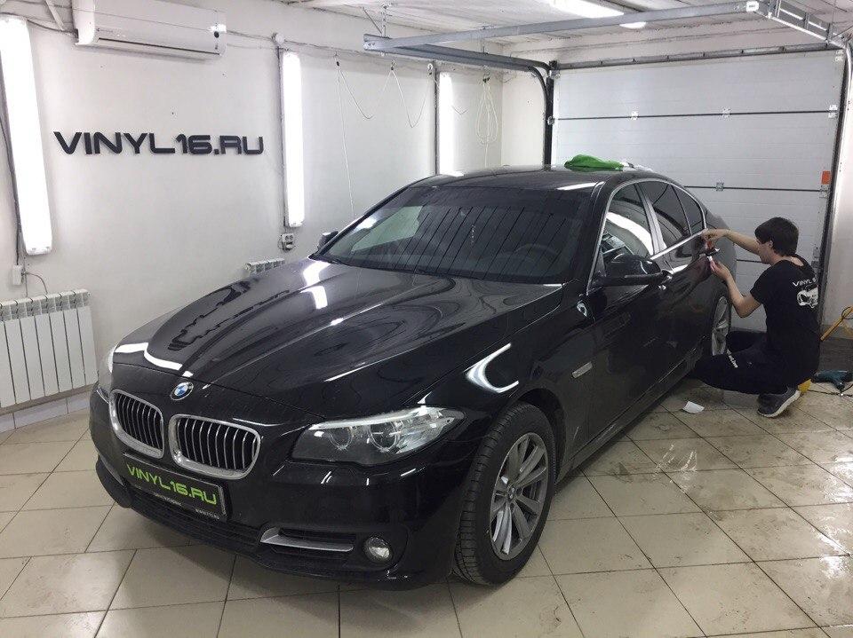 Тонировка задних стёкол плёнкой Johnson 95% и бронирование зон под ручками на новеньком BMW 528i