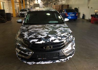 Оклейка двух новых автомобилей Lada X-Ray & Lada Vesta плёнкой камуфляж «Арктика» в гостях у «KanAvto»