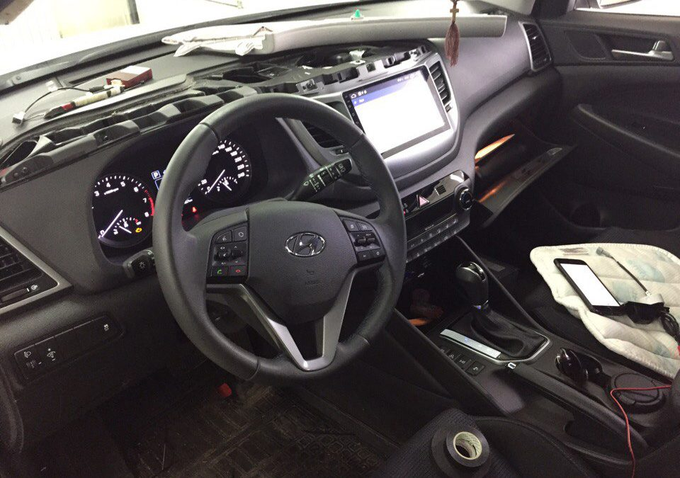 Установка автомагнитолы Android и камеры заднего вида на Hyundai Tucson