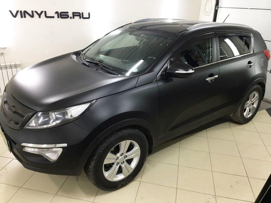 Оклейке автомобиля Kia Sportage черной матовой пленкой KPMF