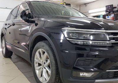 Полное бронирование полиуретановой пленкой Hexis Bodyfence & Тонировка задней полусферы плёнкой Johnson 95% — VW Tiguan