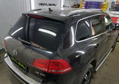 Тонировка стёкол плёнкой Johnson 95% — автомобиль Volkswagen Touareg