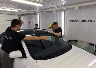 Оклейка крыши в чёрный глянец пленкой KPMF Premium — Kia Cerato