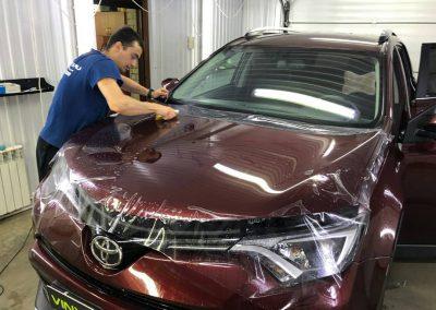 Комплексное бронирование кузова антигравийной плёнкой автомобиль Toyota Rav 4
