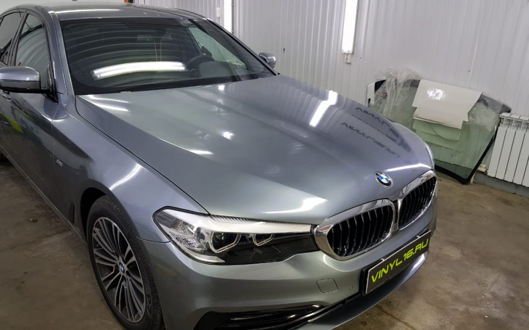 Шикарный автомобиль BMW 5 получил мощную защиту кузова полиуретановой плёнкой Hexis Bodyfence
