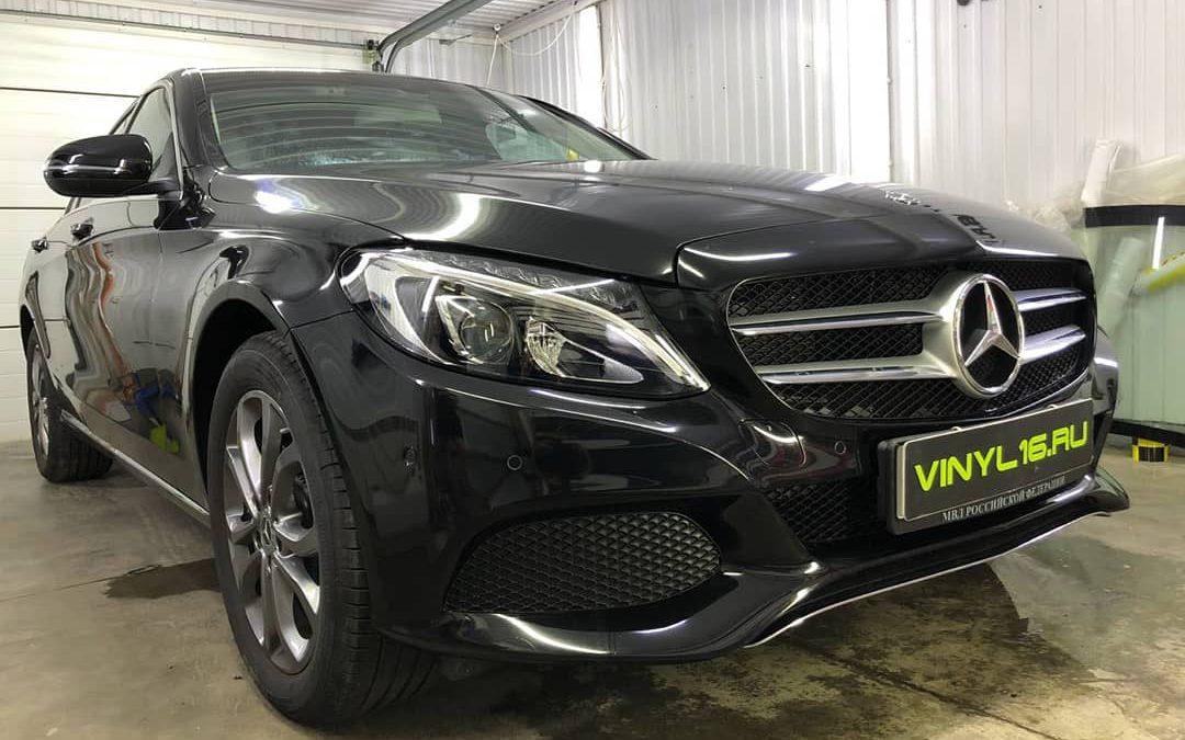 Бронирование полиуретановой плёнкой Hexis Bodyfence кузова автомобиля Mercedes-Benz C-класс