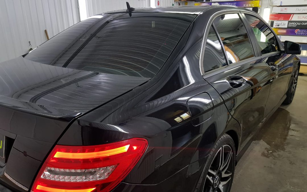 Тонировка задних стёкол плёнкой LLumar 95%, тонировка передних стёкол плёнкой LLumar 50% — автомобиль Mercedes C180