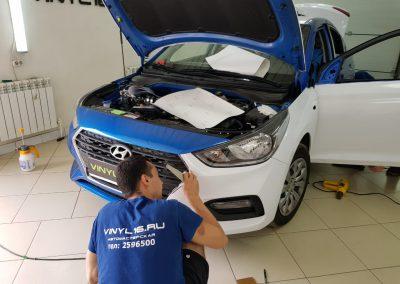 Оклейка кузова белой глянцевой немецкой плёнкой Hyundai Solaris