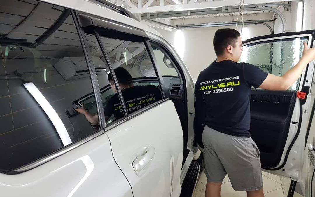 Тонировка задних стекол пленкой Johnson 95% & Тонировка передних стёкол плёнкой Shadow Guard 20% — автомобиль Toyota Land Cruiser