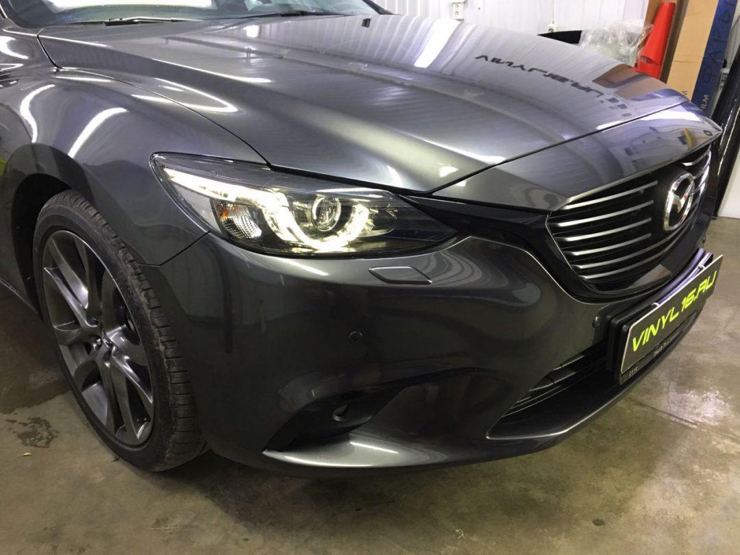 Комплексное бронирование кузова полиуретановой пленкой Hexis bodyfence, работы по оклейке хрома в черный глянец плёнкой KPMF, тонировка задней части плёнкой Johnson 95% — Mazda 6