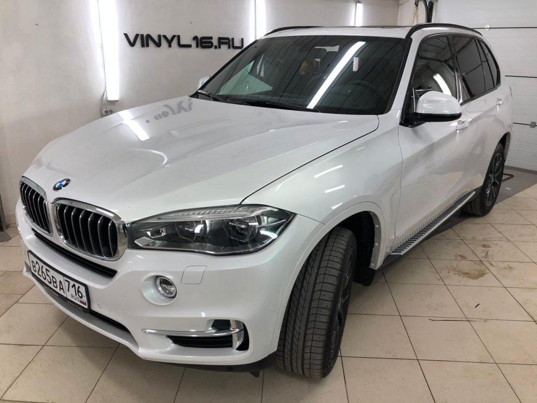 Затонировали заднюю часть плёнкой Johnson 95% на новеньком BMW X5