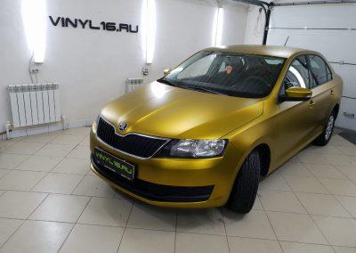 Skoda Rapid — оклейка автомобиля пленкой Teckwrap золотой матовый хром