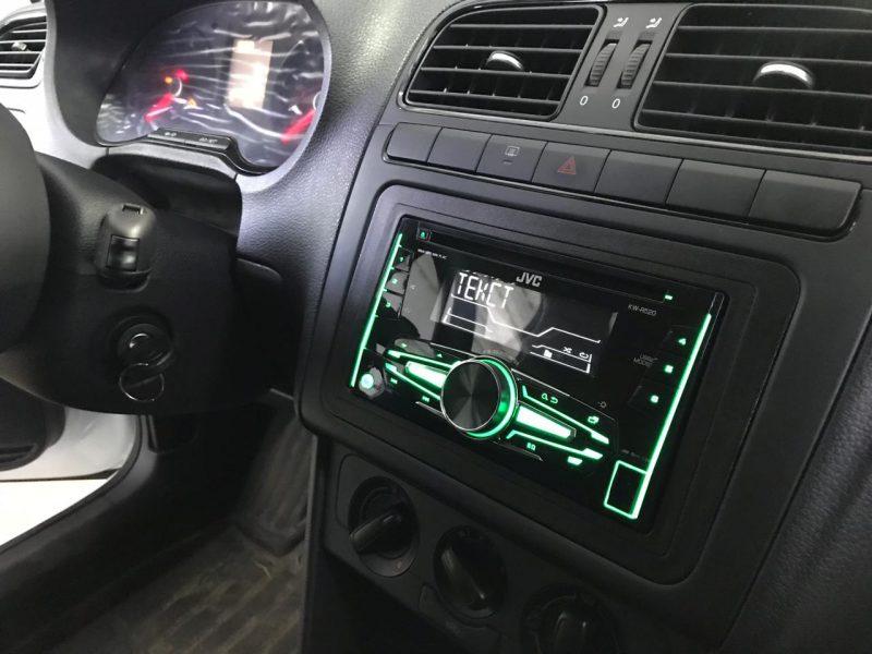 Установка мультимедийной системы, скрытая проводка антирадара и видеорегистратора — Volkswagen Polo