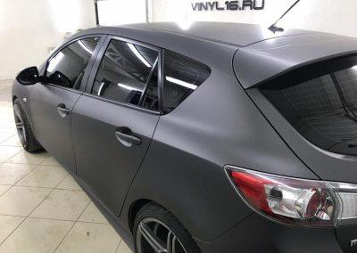 Оклейка автомобиля Mazda 3 пленкой Avery Dennison Matte Metallik — Charcoal