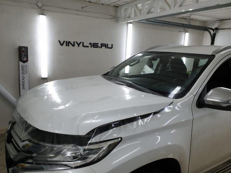 Бронирование капота антигравийной плёнкой и тонировка задней полусферы плёнкой Shadow Guard 95% — Mitsubishi Pajero Sport