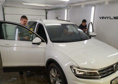 Тонировка стекол авто атермальной пленкой — VW Tiguan 2