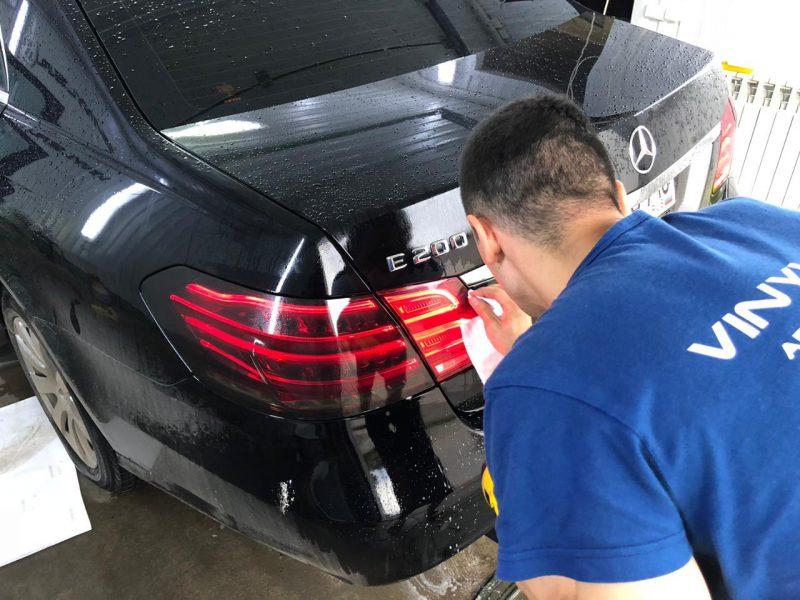 Тонировка задней оптики — автомобиль Mercedes E200