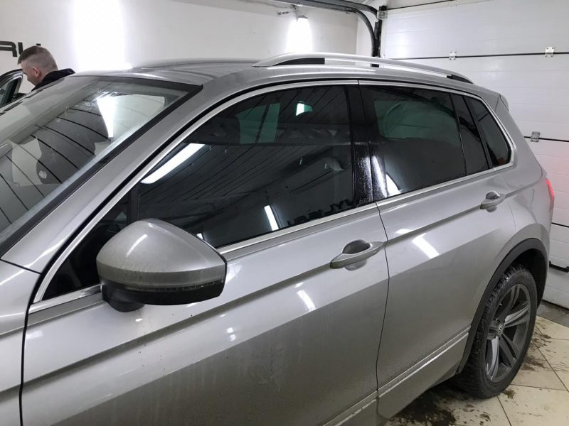 Тонировка всех стёкол плёнкой UltraVision Green 65% — Volkswagen Tiguan