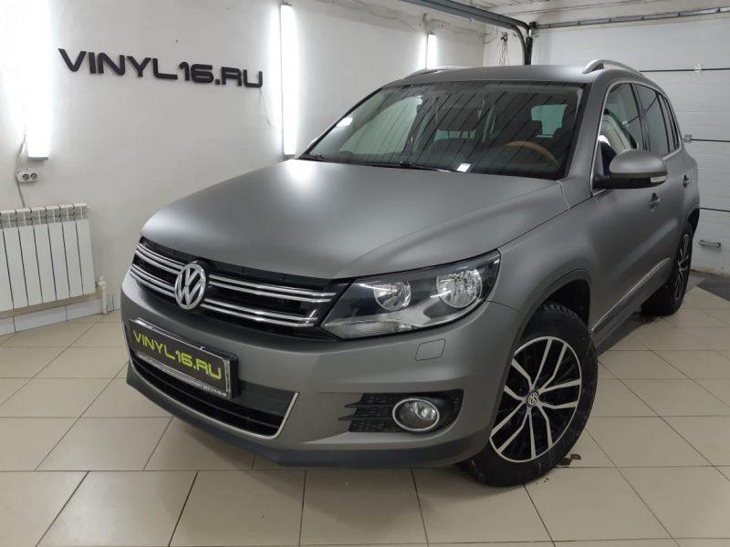 Volkswagen Tiguan — оклейка автомобиля пленкой Hexis Santi Grey Metallic Satin