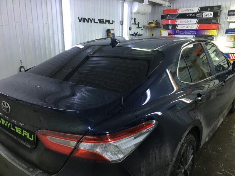 Затонировали заднюю часть плёнкой SunTek 95% — автомобиль Toyota Camry