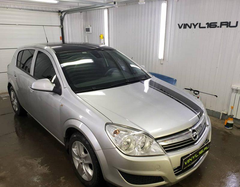 Оклейка крыши пленкой KPMF, тонировка стекол пленкой LLumar, тонировка фонарей, бронирование капота и оклейка полосами — Opel Astra H