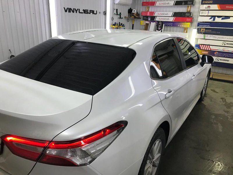 Затонировали заднюю часть плёнкой LLumar 95%, тонировка передних стёкол плёнкой LLumar 50% — автомобиль Toyota Camry