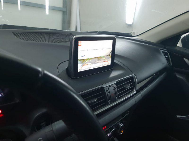 Установка камеры заднего вида на автомобиль Mazda 3