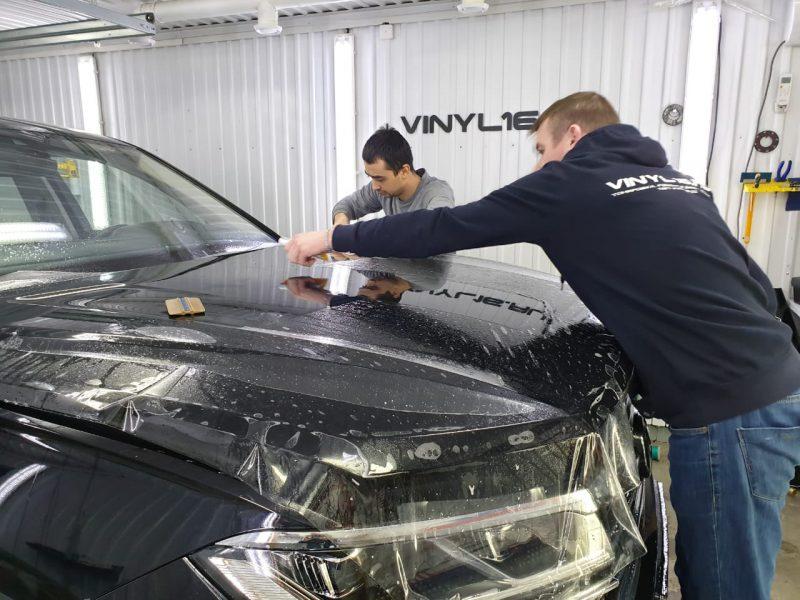 Комплексное бронирование полиуретановой плёнкой HexisBodyfence, тонировка задней полусферы плёнкой LLumar 95%, тонировка передних стёкол плёнкой LLumar 50% — Volkswagen Touareg