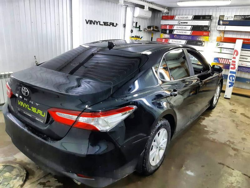 Затонировали заднюю часть авто плёнкой SunTek 95% — Toyota Camry